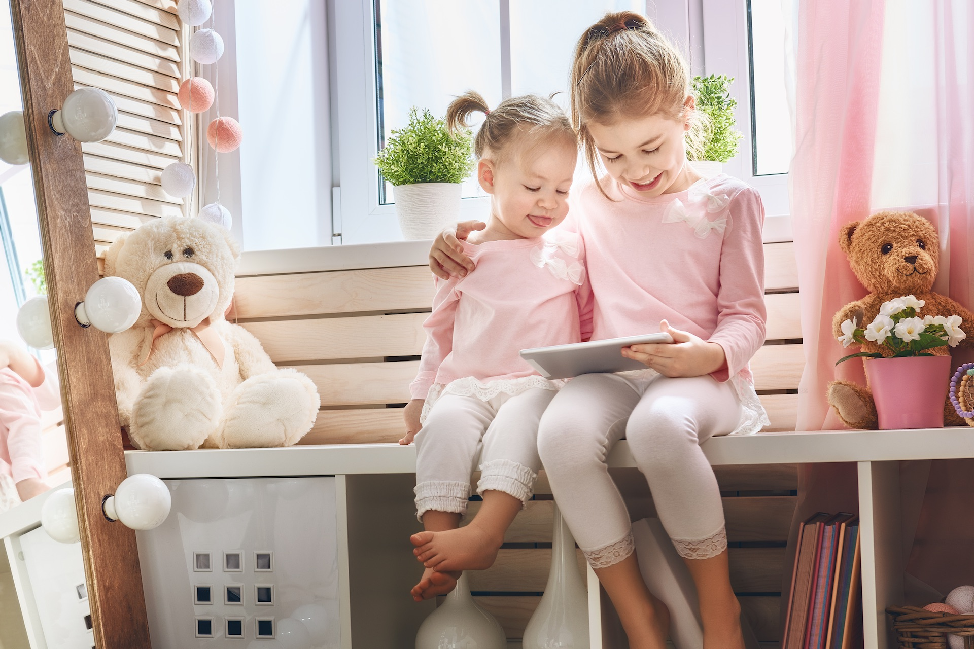 children-are-playing-with-tablet-Articulo
